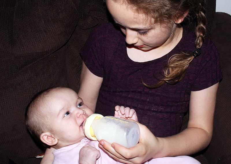 Encouraging Sibling Bonding With An Exclusively Breastfed Baby Thanks to Calma (+ Medela Freestyle Giveaway)