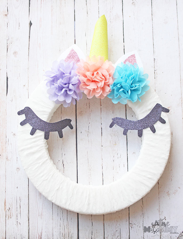 DIY UNICORN WREATH - sixtimemommy.com